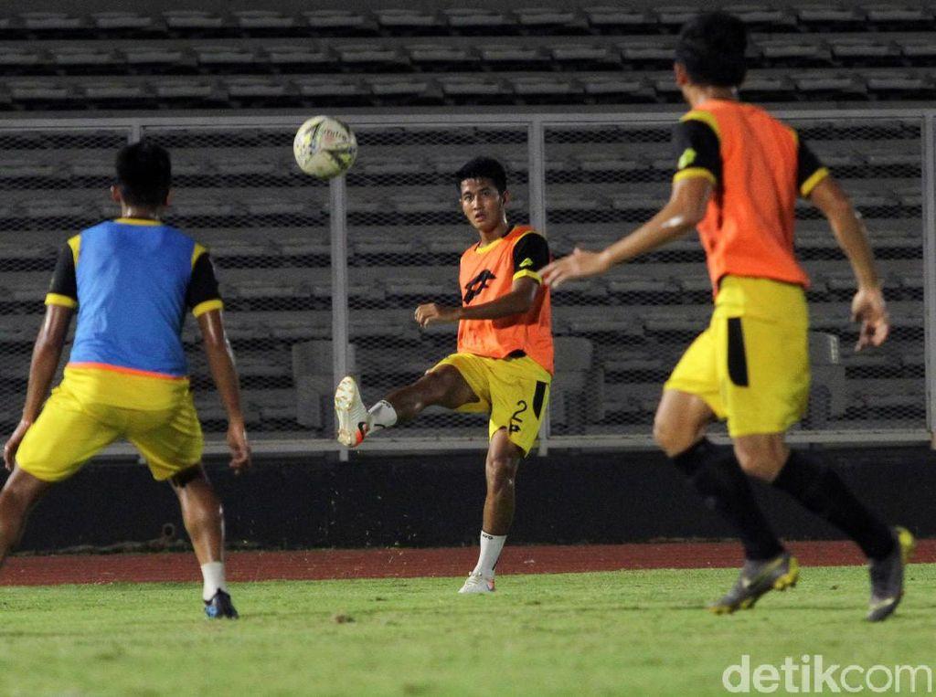 Bhayangkara FC Berlatih di Stadion Madya