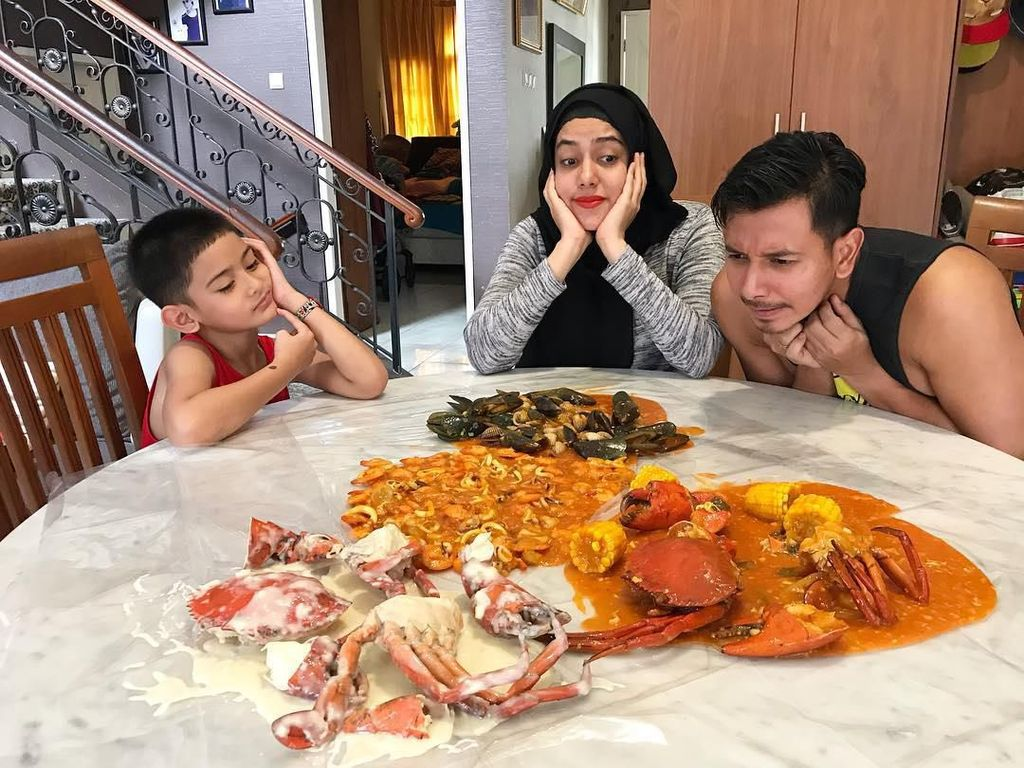Intip Kuliner Seru Sonny Septian dan Fairuz A rafiq Bersama Keluarga Kecilnya