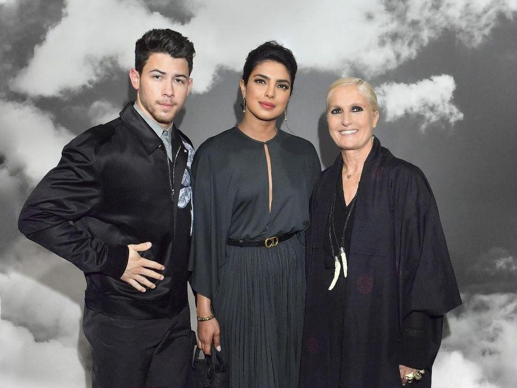 Foto: Cantiknya Priyanka Chopra Hingga Gal Gadot di Fashion Show Dior