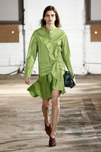 Inspirasi Baju Berwarna Kekinian, Hijau Kacang Pistacio dan Daun Sage