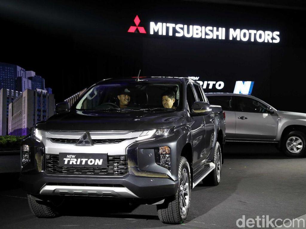 Toyota Punya Hilux Baru, Mitsubishi Yakin Triton Masih Tangguh