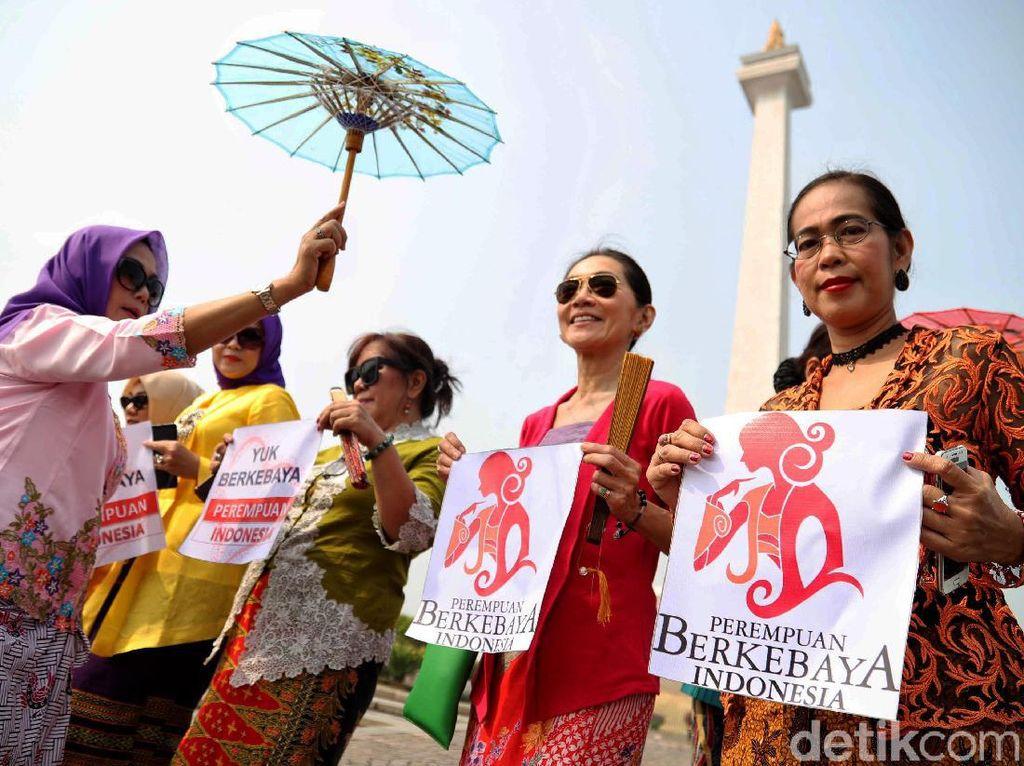 Kampanye Gerakan Nasional Selasa Berkebaya di Monas