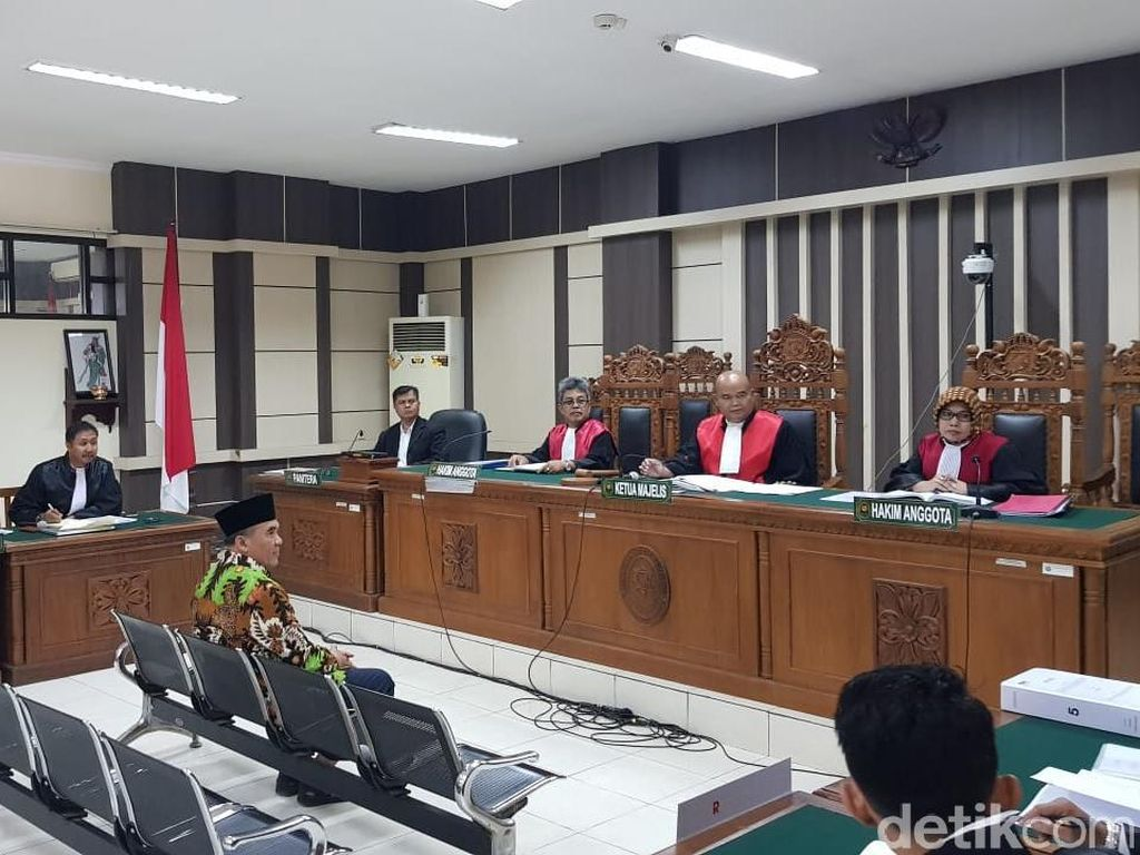 Bupati Jepara Didakwa Suap Hakim Rp 718 Juta Agar Batalkan Status Tersangka