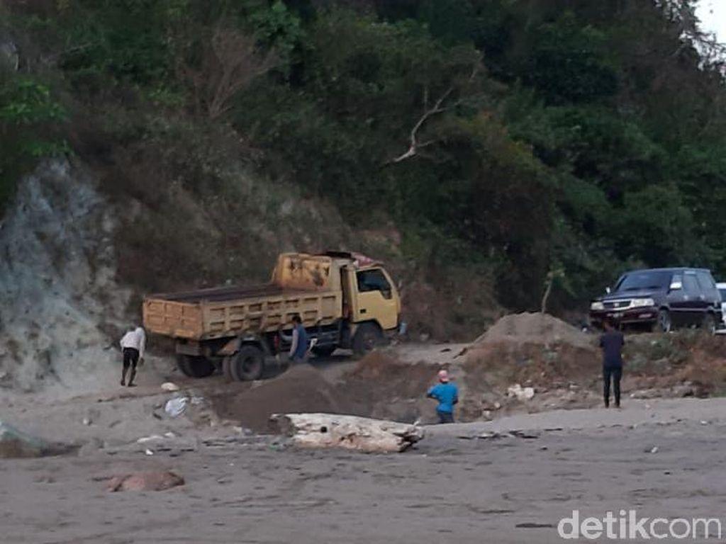 Duh! Tambang Pasir Ilegal Marak di Pantai Dompu NTB