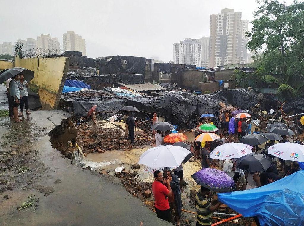 Tembok di Mumbai Roboh Diterjang Banjir, 15 Orang Tewas
