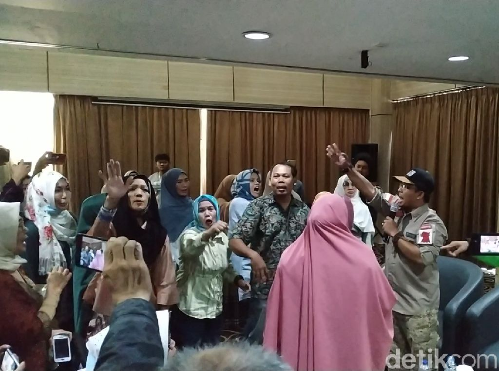 Merasa Dijebak, Deklarasi Sikap Relawan 02 Atas Putusan MK Berakhir Ricuh