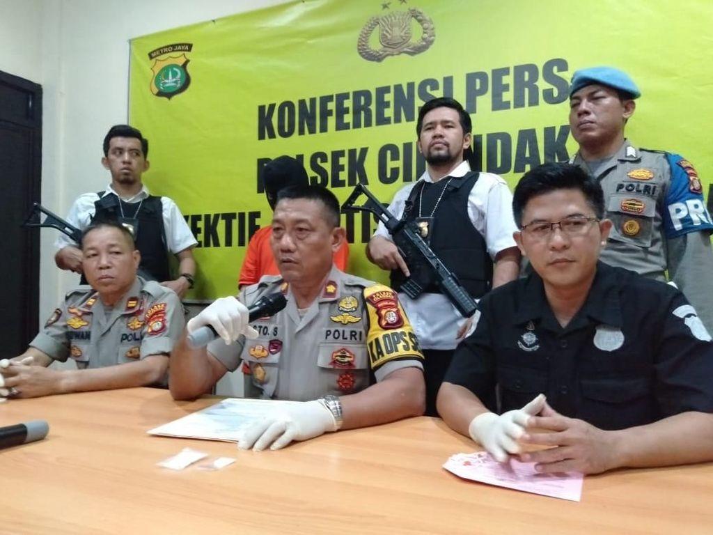 Polisi Ungkap Modus Baru Pengedar Sembunyikan Sabu di Toilet Masjid