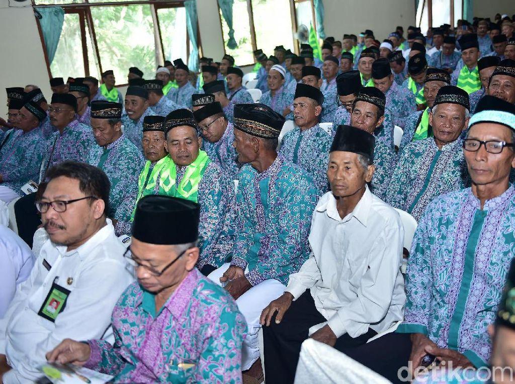 1.734 Calhaj asal Lamongan Manasik Massal, 5 Orang Gagal Berangkat