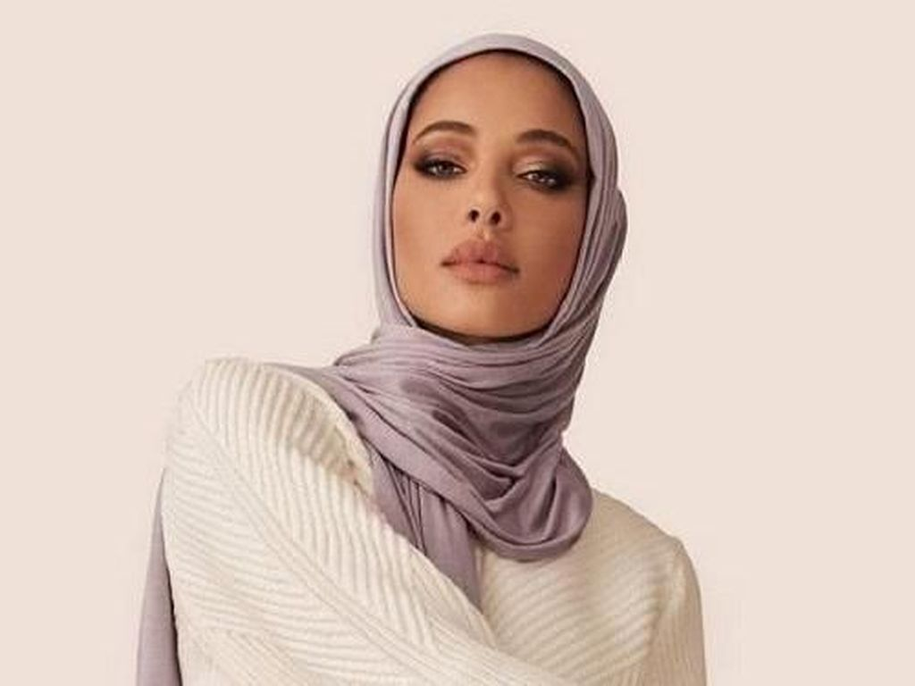 Tidak Hanya Beige, Ini 7 Warna Hijab yang Wajib Dipunyai Hijabers