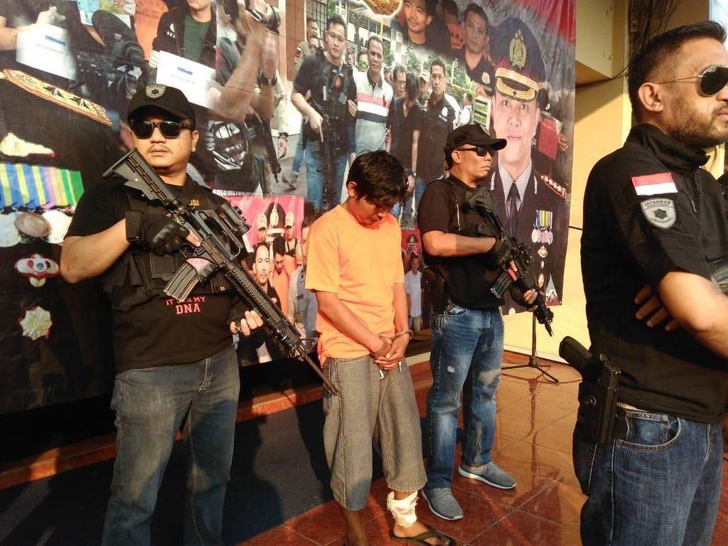 Melawan Saat Ditangkap Polisi, Pembacok Ketua RT di Cengkareng Ditembak