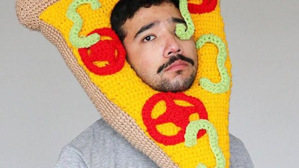 Unik! Seniman Ini Buat Kostum Raksasa Bertema Makanan