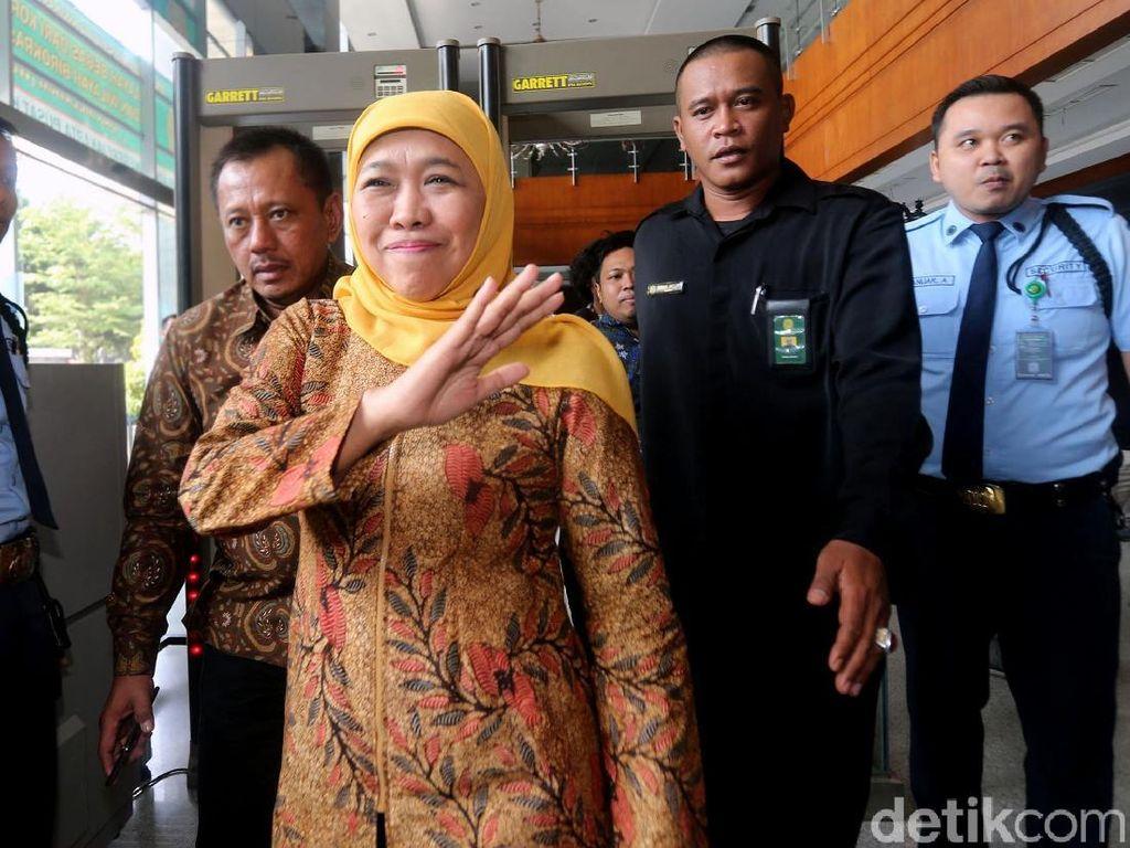 Senyum Khofifah Saat Jadi Saksi di Sidang Jual Beli Jabatan
