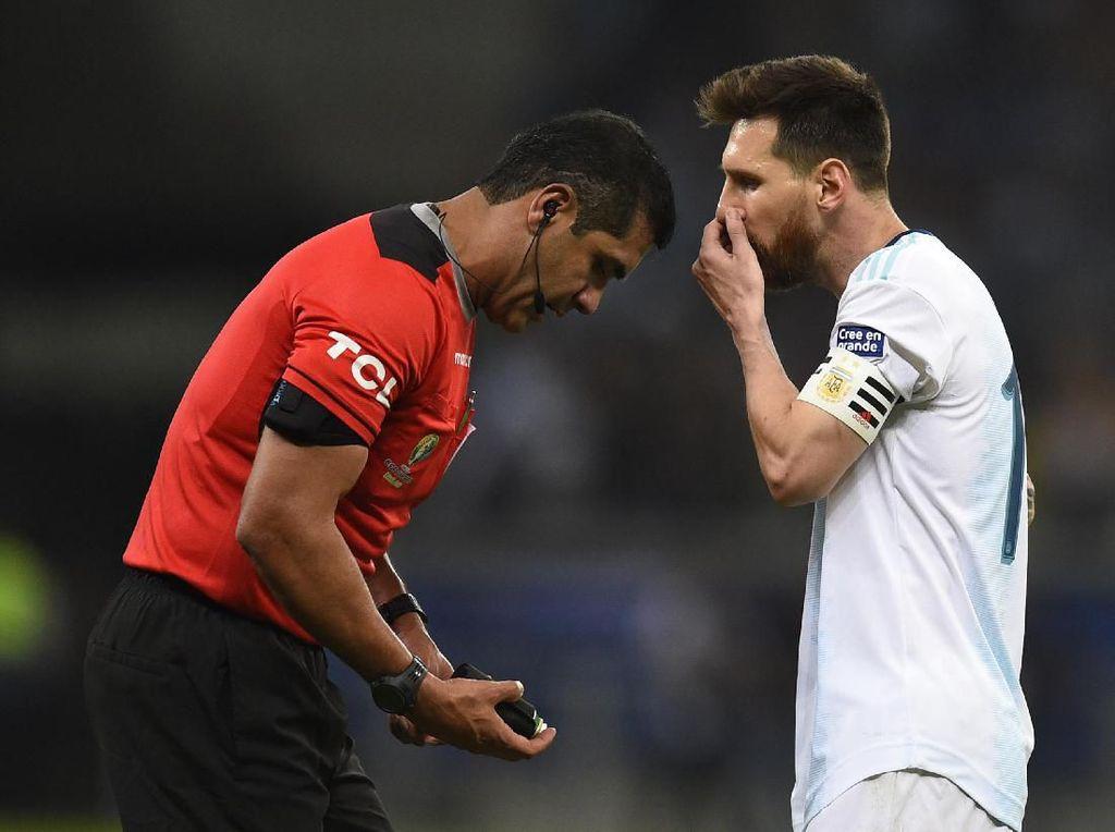Messi Ngamuk, Tuding Wasit Untungkan Brasil