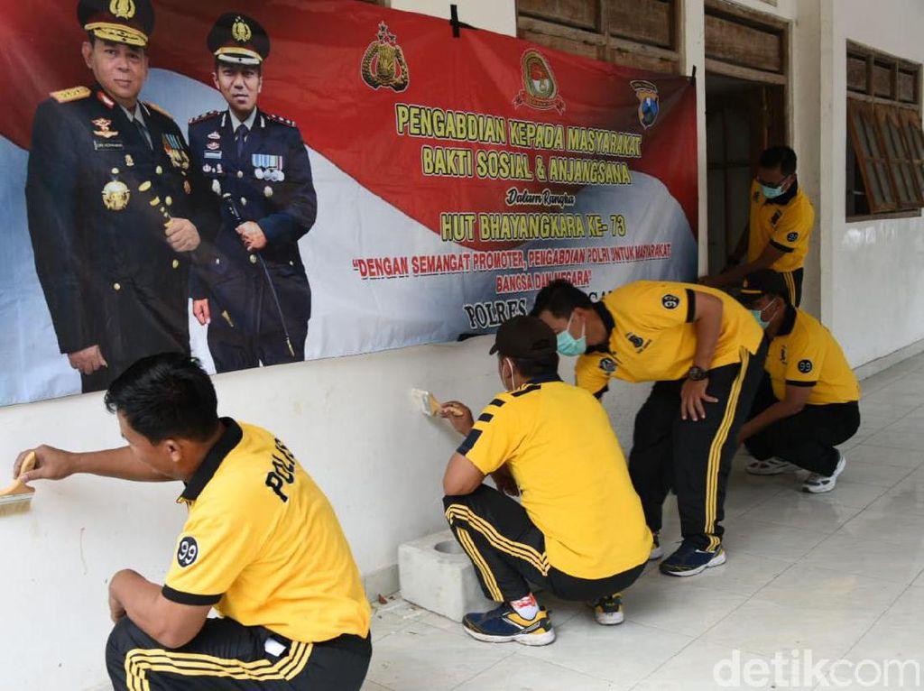 Saat Polisi Bantu Pembangunan Ponpes di Lamongan di Bulan Bakti Bhayangkara