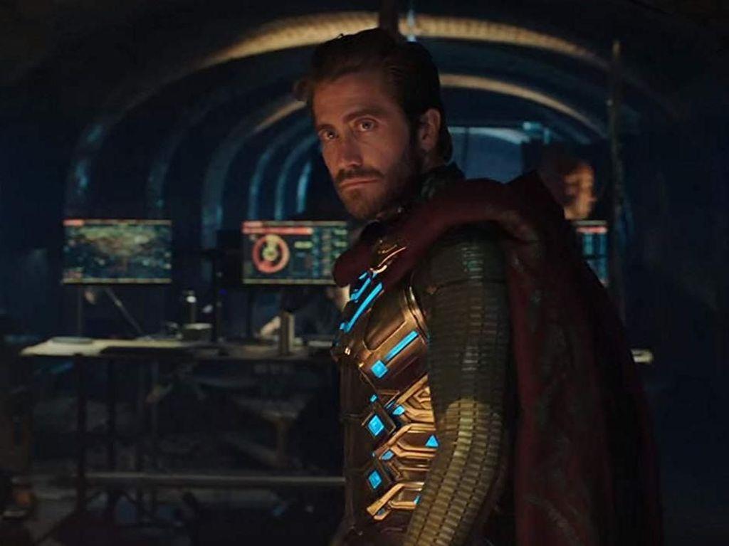 Jake Gyllenhaal Seperti Tercekik Pakai Kostum Mysterio
