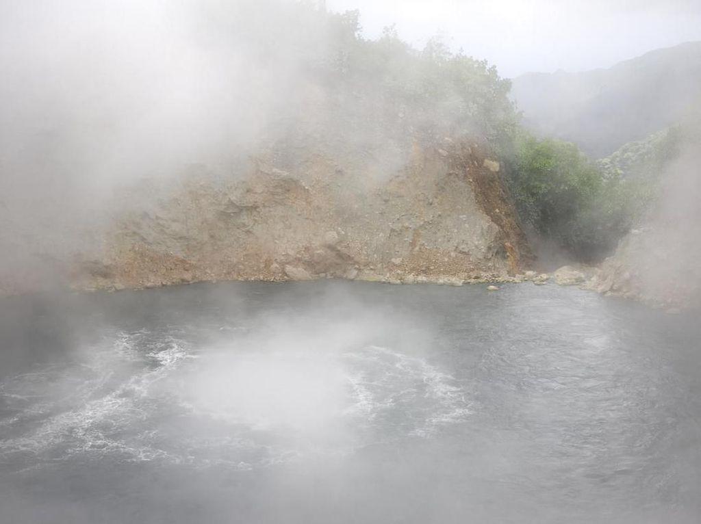 Foto: Danau Mendidih yang Mengerikan