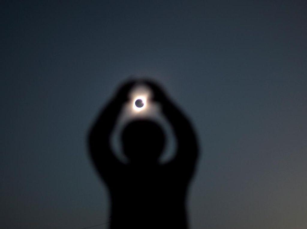 Terpesona Keindahan Gerhana Matahari Total di Chile