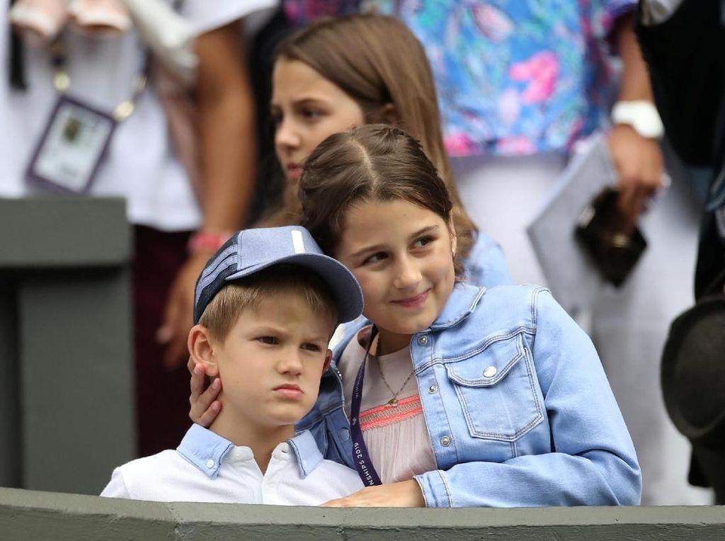 Dukung Ayah di Wimbeldon 2019, Ekspresi Anak Roger Federer Curi Perhatian