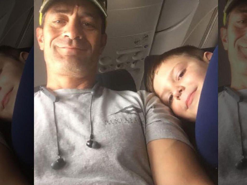 Mengharukan: Pria Ini Tolong Anak Autis Sendirian di Pesawat
