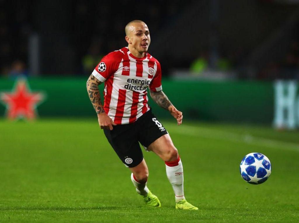 Manchester City Pulangkan Angelino dari PSV