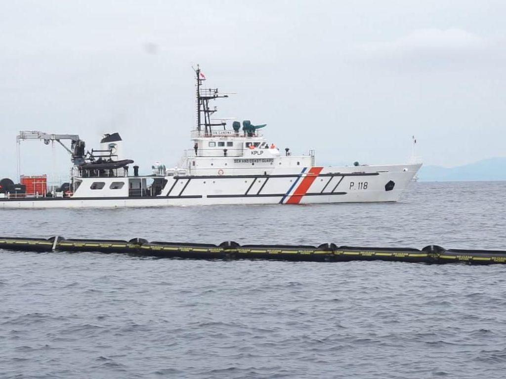 Aksi 3 Kapal RI dalam Latihan Atasi Tumpahan Minyak di Filipina
