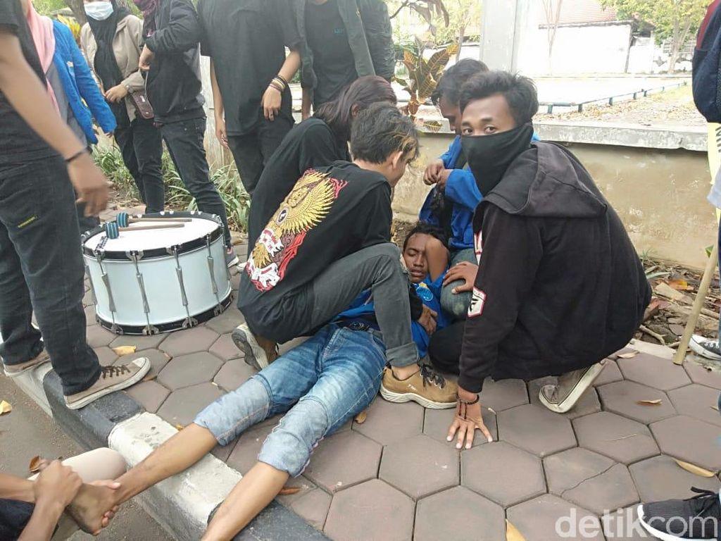 Unjuk Rasa di Sidoarjo Berakhir Ricuh, 6 Mahasiswa Terluka