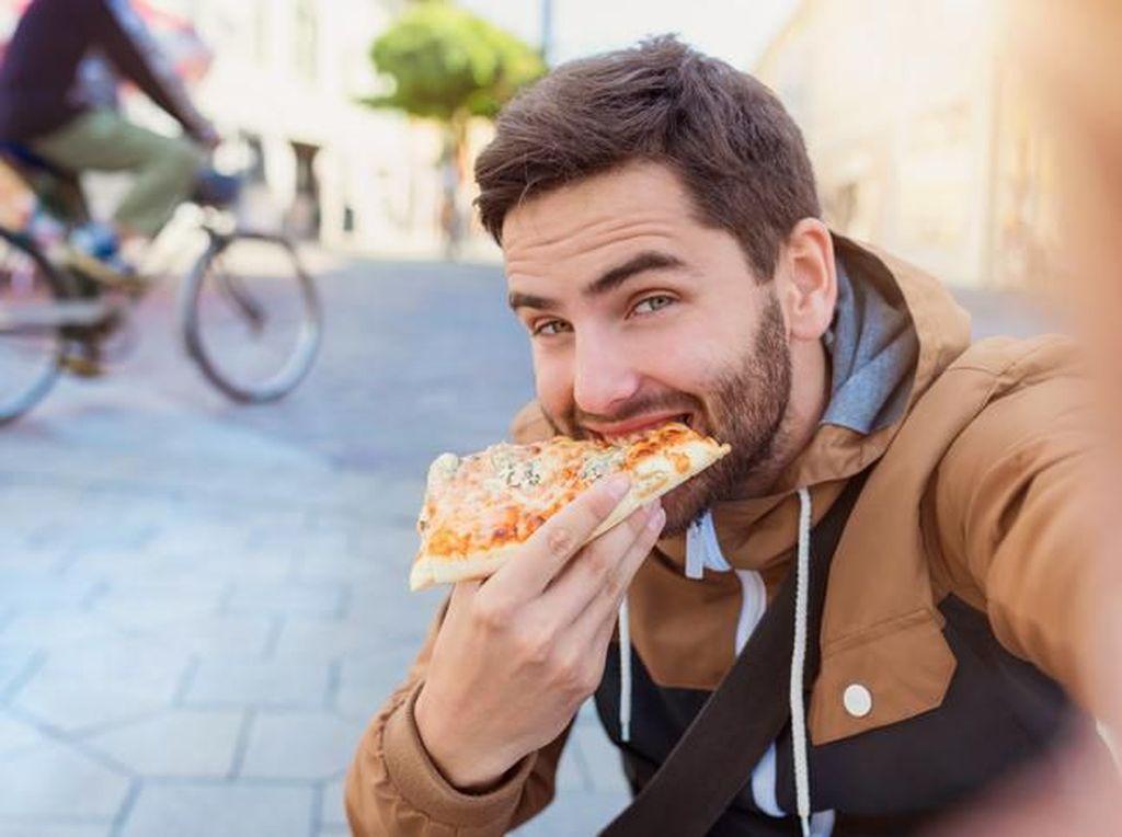 Sering Konsumsi Makanan Olahan, Pria Muda Bisa Alami Sperma Loyo