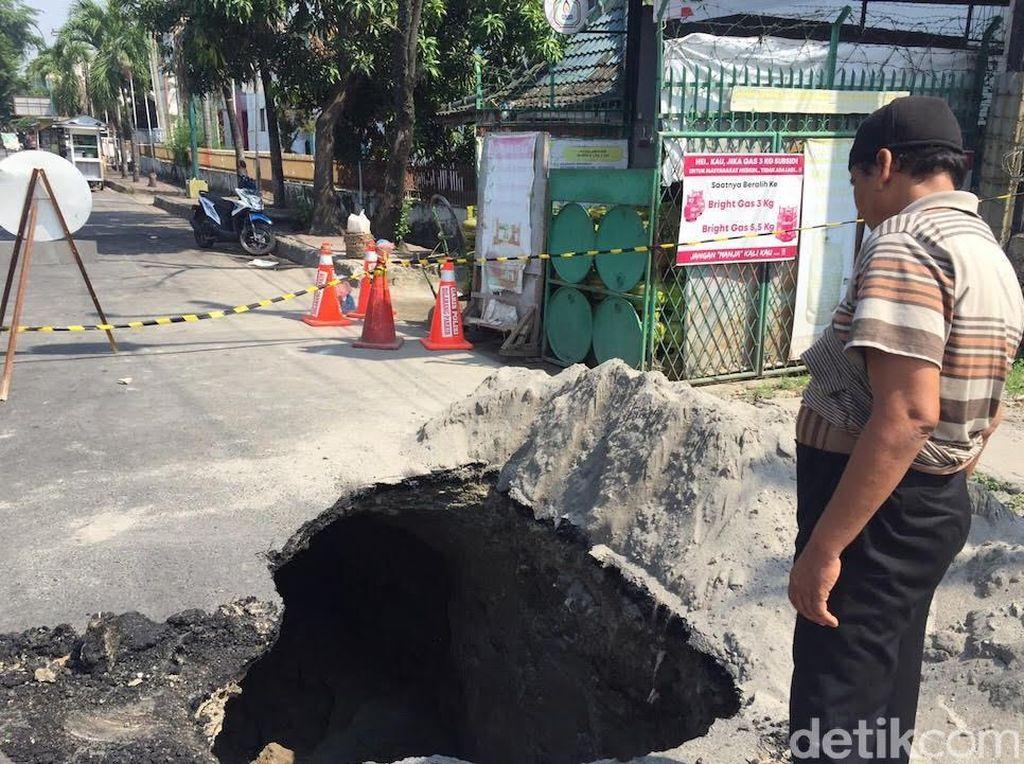 Jalan Amblas Sedalam 3 Meter di Medan