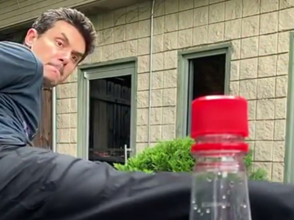 Viral Tendang Tutup Botol: Jason Statham Sampai John Mayer