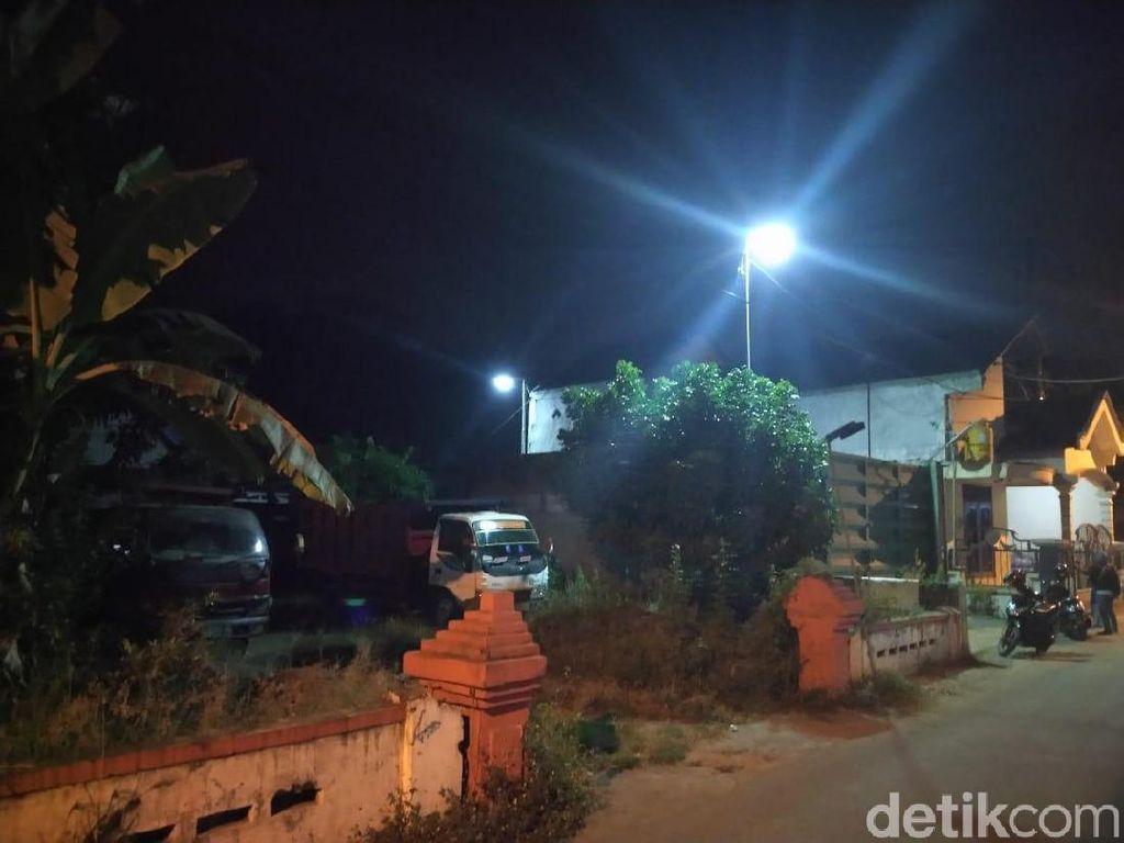 KPK Sita 10 Dump Truk di Garasi Milik Eks Anggota DPRD Mojokerto