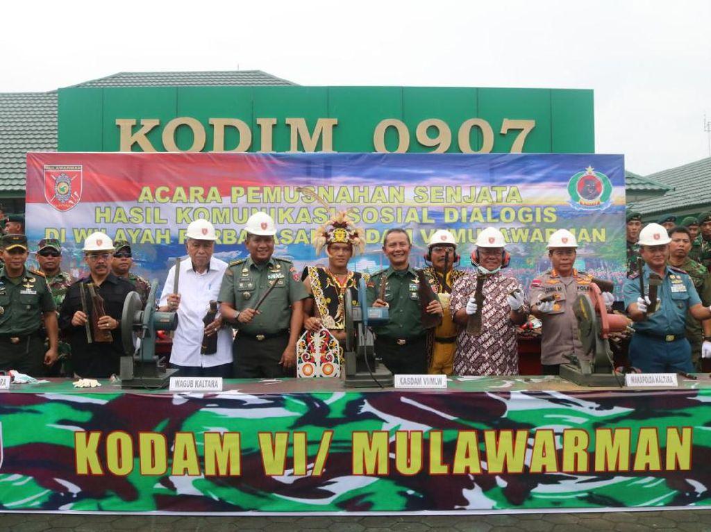 Kodam Mulawarman Musnahkan 160 Senjata Rakitan yang Diserahkan Warga