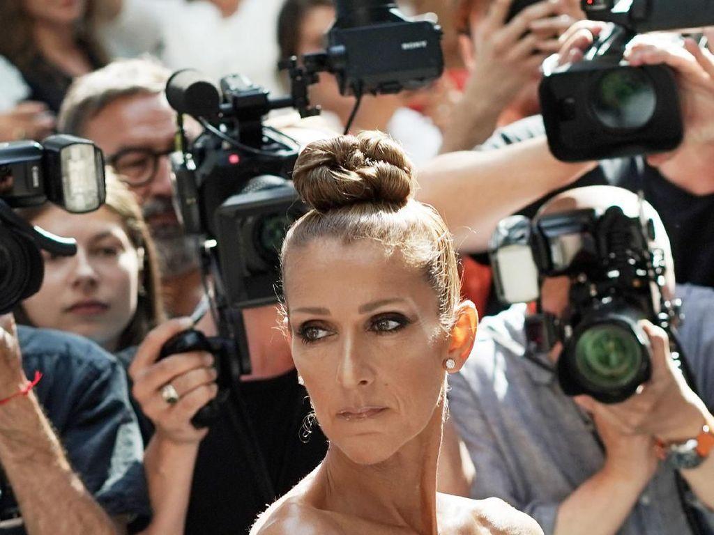 Pamer Tubuh Kurus, Celine Dion Curi Perhatian di Paris Fashion Week