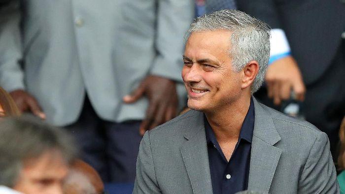 Jose Mourinho menolak tawaran melatih klub China senilai triliunan rupiah. (Foto: Richard Heathcote / Getty Images)