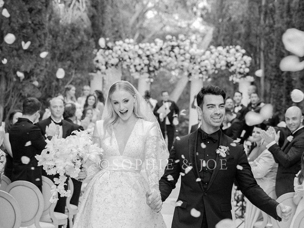 Sophie Turner-Joe Jonas Akhirnya Bagikan Foto Momen Pernikahan Mereka