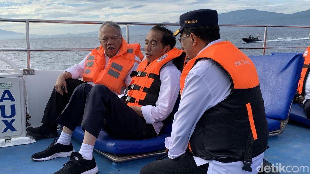 Lesehan, Jokowi Ngobrol Bareng Menhub & Menteri PUPR