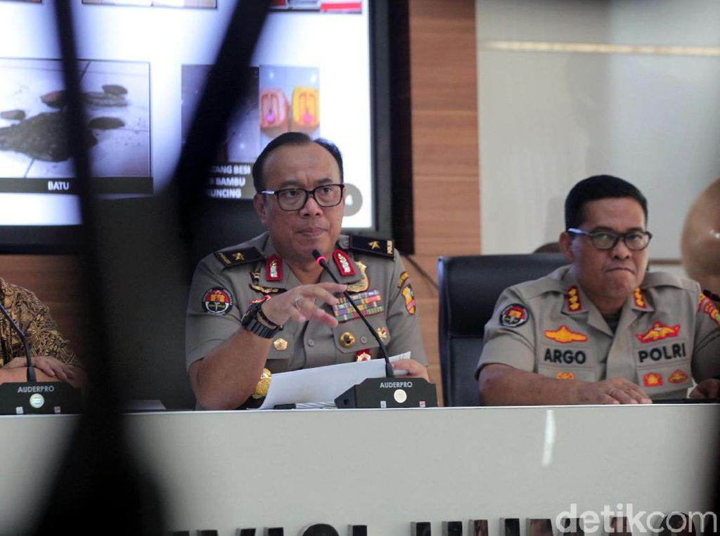 Video: 10 Anggota Brimob yang Pukuli Pria di Kampung Bali Ditahan