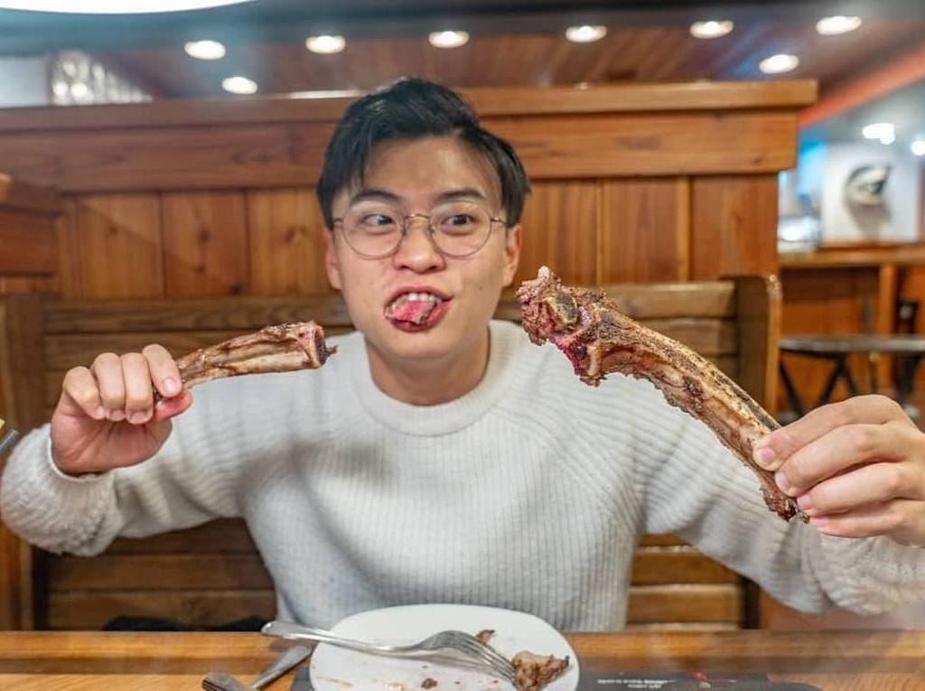Hobi Kulineran, Ini Pose Makan Jang Hansol YouTuber Korea Fasih Bahasa Jawa