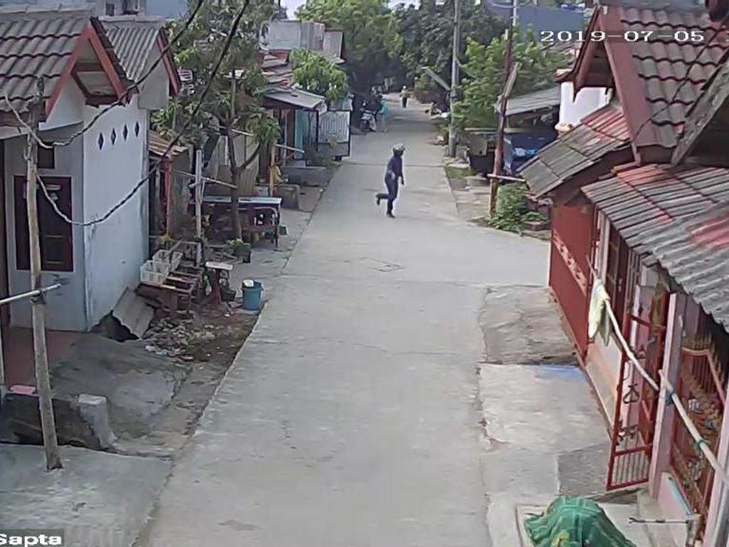 Pria Berhelm Pura-pura Tanya Alamat Sebelum Jambret HP Bocah di Bekasi