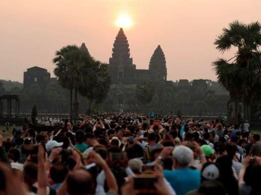 Budaya Pamer Bikin Destinasi Kelebihan Turis