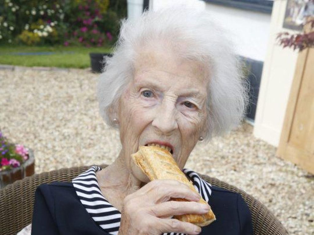 Capai Usia 100 Tahun, Nenek Ini Selalu Makan Roti Ini Tiap Hari