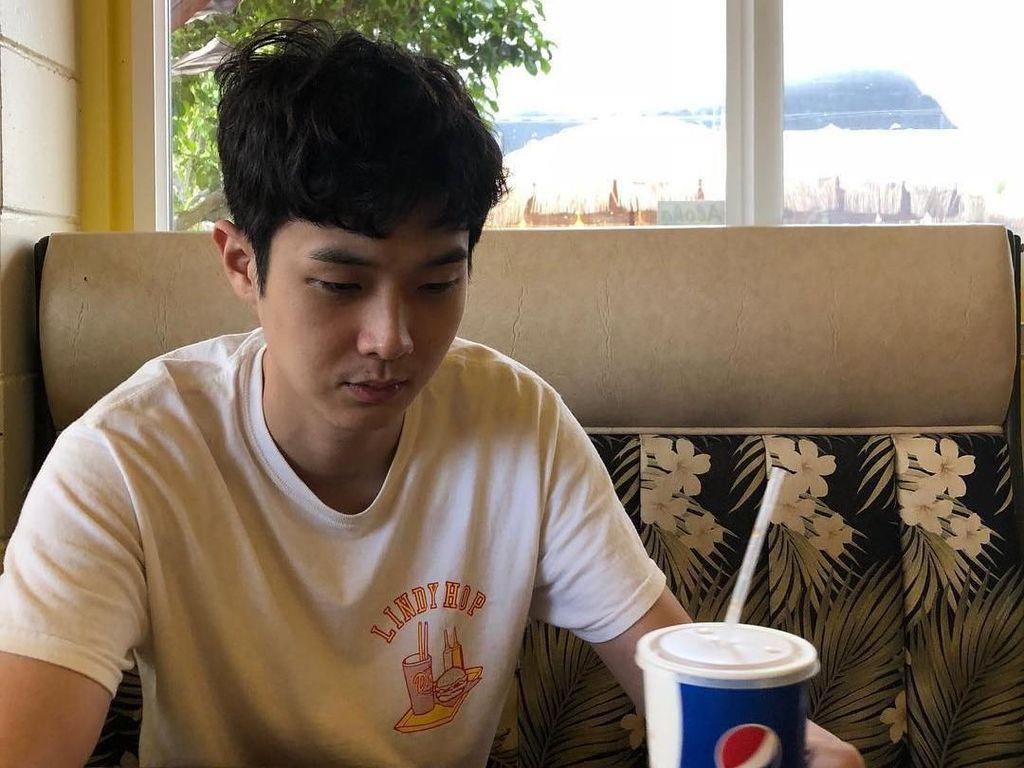 Sukses di Film Parasite, Begini Gaya Kulineran Choi Woo Shik