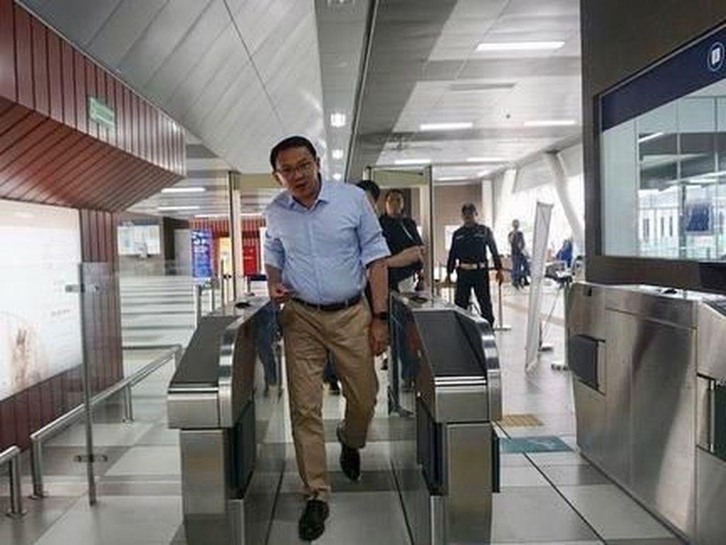 Potret Ahok Jajal MRT Jakarta Pertama Kali