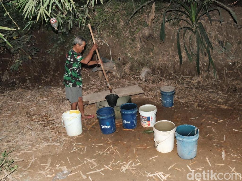 Sejumlah Pelosok di Karawang Krisis Air Bersih