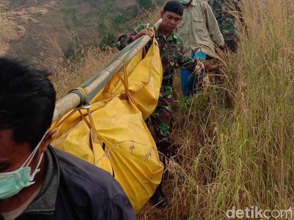 Detik-detik Evakuasi Jenazah Toriq Pelajar yang Hilang di Bukit Piramid