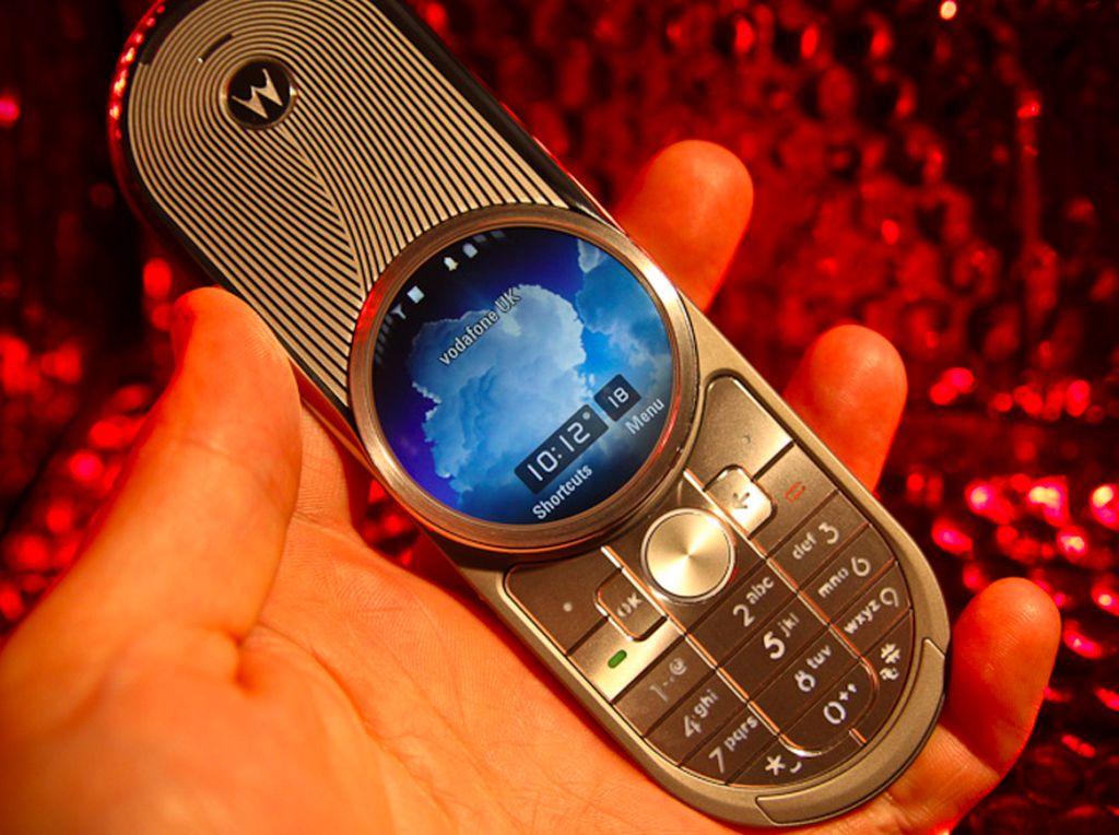 Nostalgia HP Super Mahal yang Menawan: Motorola Aura