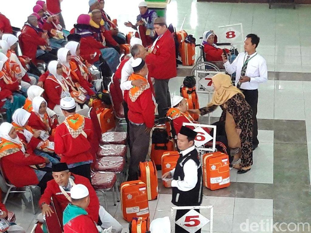 Calhaj Kloter 1 Embarkasi Solo Masuk Asrama Haji, 2 Orang Batal Berangkat