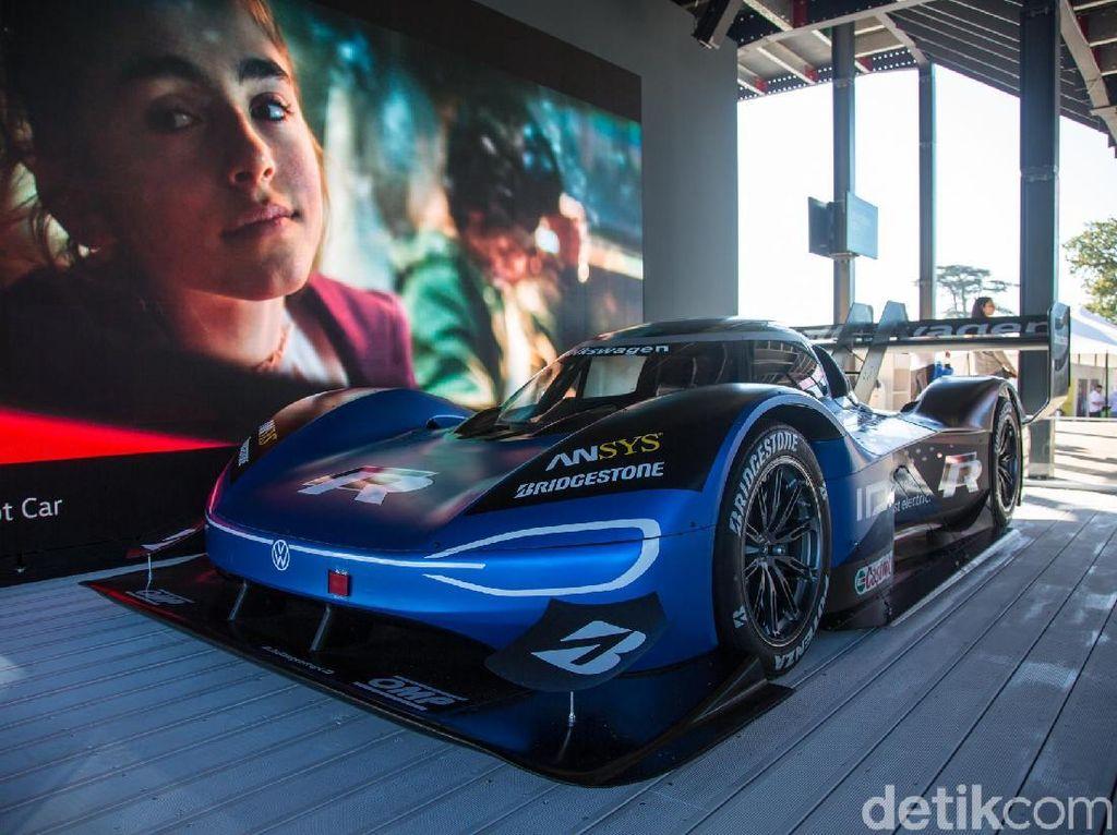 Mobil Listrik VW Kalahkan Rekor Mobil F1 McLaren!