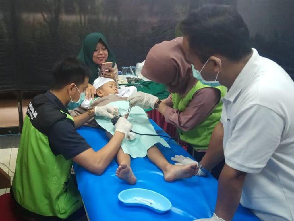 Jelang Masuk Sekolah, Pertamina Gelar Khitanan Massal di Jakarta