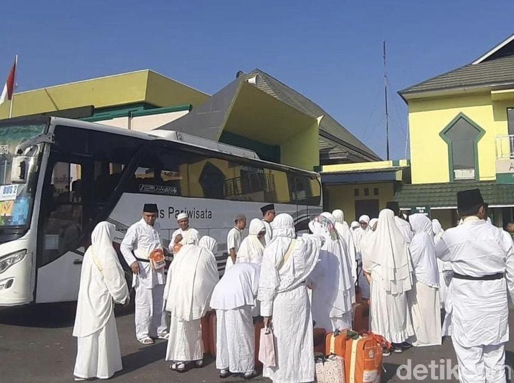 Calon Jemaah Haji Mulai Masuk Asrama Embarkasi Padang