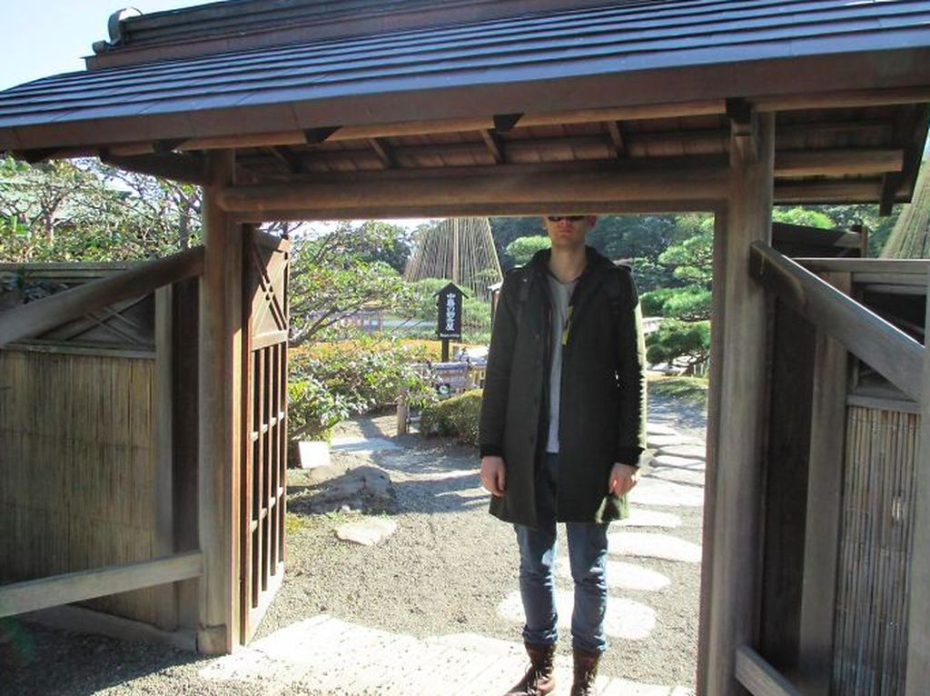 Potret Kocak Masalah Orang Berpostur Tinggi di Jepang